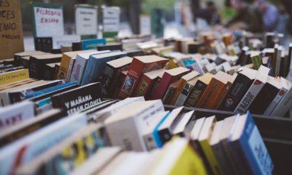 Mercatino dei libri usati per le scuole medie nella sala civica di Merate
