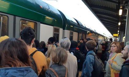 Presidio dei pendolari, ma oggi i ritardi continuano FOTO