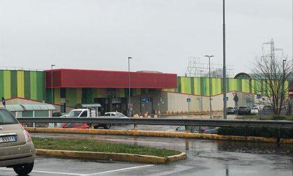 Addio Auchan, il centro commerciale cambia insegna FOTO