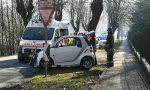 Auto si schianta contro un albero: due feriti FOTO
