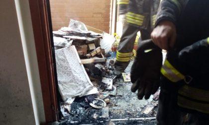 Grosso incendio devasta un appartamento LE FOTO