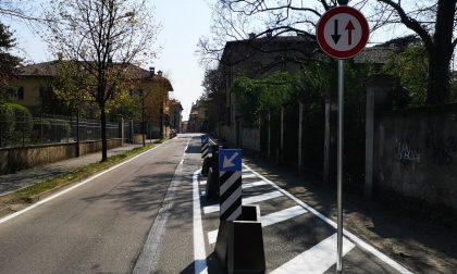 Carreggiata ristretta in via Roma