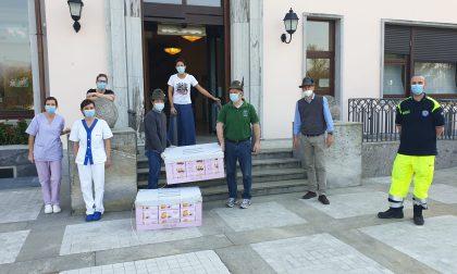 Gli alpini donano colombe pasquali agli Amis di Pumpier e alle case di riposo FOTO