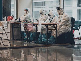 Coronavirus, quasi 2mila positivi in più in Lombardia: oltre la metà hanno meno di 50 anni