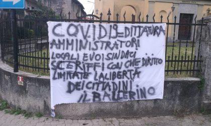 """Coronavirus, spunta un misterioso striscione firmato """"Il Ballerino"""" contro i sindaci sceriffi"""