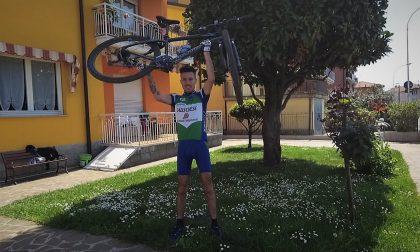 Scala l'Everest e percorre una tappa del Giro d'Italia... in casa sua FOTO E VIDEO