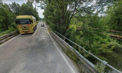 Il maltempo danneggia il ponte: transito vietato ai mezzi pesanti