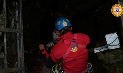 Speleologi bloccati in grotta: le difficili operazioni del Soccorso Alpino FOTO