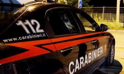 Giravano con un panetto di hashish, arrestati dai Carabinieri