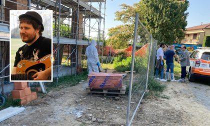 Insegnante trovato morto in un cantiere: indagata per omicidio la moglie