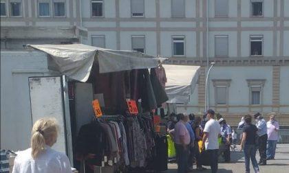 Volano pugni al mercato: ambulante ricoverato in ospedale FOTO