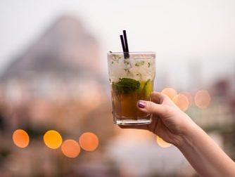 Risse, ubriachi e schiamazzi: alcolici vietati all'aperto dopo le 19