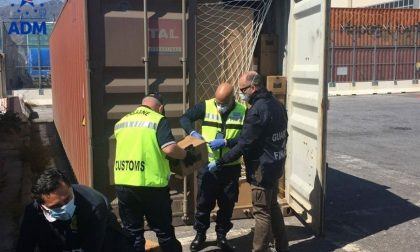 Maxi sequestro di 800mila guanti in lattice destinati a una società della provincia di Lecco  FOTO
