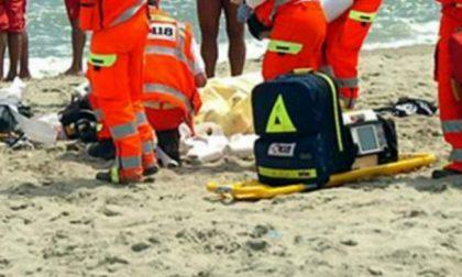 Pensionato lecchese muore in spiaggia ad Alassio