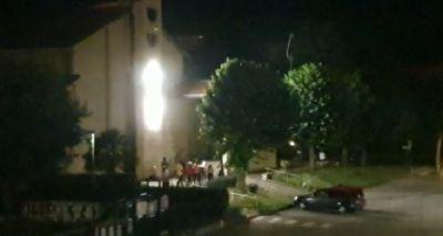 Festini abusivi sul sagrato della chiesa FOTO