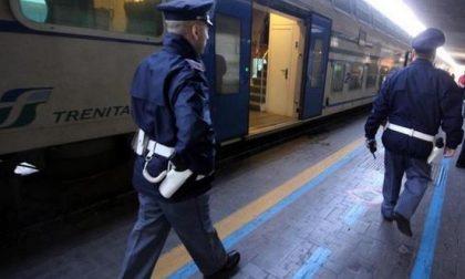 Sorpresi senza biglietto si lanciano dal finestrino del treno: beccati e denunciati