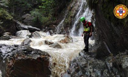 Travolto dal torrente: anche i soccorritori lecchesi impegnati nelle ricerche FOTO