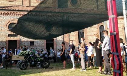 Folla al funerale di Fabio Carzaniga, vittima dell'incidente mortale