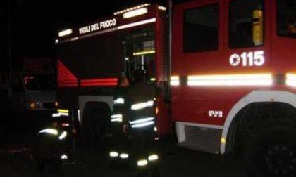 Minaccia di darsi fuoco in piazza: salvato dai vigili del fuoco