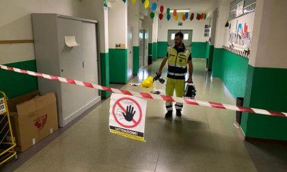 Procedono i lavori di pulizia e sanificazione delle scuole di Cisano Bergamasco