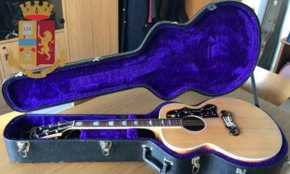 Recuperata la chitarra di Elvis Presley rubata a Milano