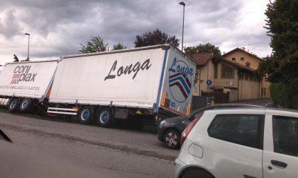Ribaltamento di un camion lungo la Provinciale FOTO