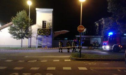 Tre esplosioni e case senza corrente: 4 mezzi dei Vigili del fuoco sul posto FOTO