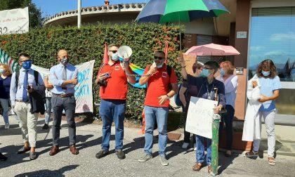 La Nostra Famiglia: lavoratori in protesta fuori dalla sede FOTO