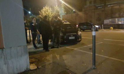 Sui binari in stazione: attimi concitati, intervengono le forze dell'ordine FOTO