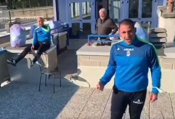 Il mister del Lecco fa gol calciando… dal balcone! IL VIDEO