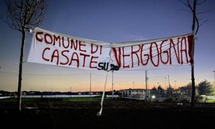 """Casatenovo, gli """"Ultras Sgurbatt"""" rivendicano lo striscione contro il Comune"""
