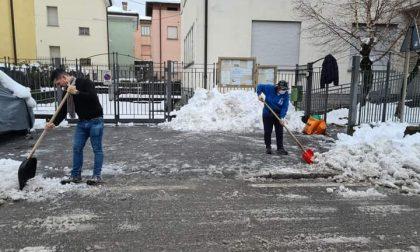 Cisano, non solo eventi: la Pro Loco presente per spalare la neve FOTO