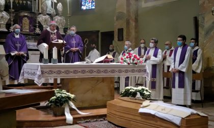 """Il commosso addio a don Stefano Landonio, """"Sacerdote burbero, ma compassionevole e tenero"""""""