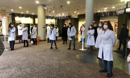 Farmacie senza vaccini: Ats risponde a Federfarma Lecco dopo il flash mob