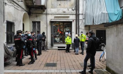 Tragedia a Como: 30enne muore in armeria