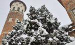 La neve imbianca Merate, la torre e le piazze offrono scorci emozionanti FOTO