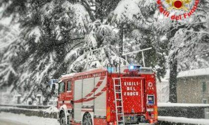 Neve e disagi, giornata di superlavoro per Vigili del fuoco e soccorritori FOTO