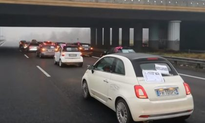 Il corteo funebre dei ristoratori brianzoli in protesta  blocca la Statale 36
