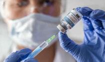 Vaccinazioni Covid: da mezzogiorno di oggi le prenotazioni per i fragili tra i 55 e i 59 anni
