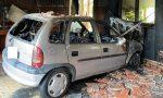 Auto in fiamme in un box: rogo domato dai Vigili del Fuoco FOTO