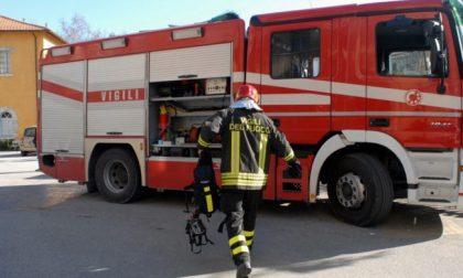Autovettura in fiamme sulla ss36, la circolazione riprende su una sola corsia