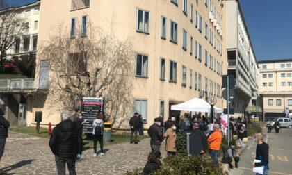 """Caos vaccini in provincia di Lecco: """"Approssimazione, disorganizzazione, noncuranza. Intervenga Figliuolo"""""""