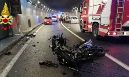 Schianto frontale auto moto nella Lecco Ballabio: motociclista gravissimo