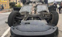 Auto ribaltata dopo lo schianto, in ospedale una bambina di 3 anni FOTO