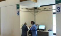 Attivato il terzo hub per le vaccinazioni di massa in provincia di Lecco. Stop ad Astrazenca per le prime dosi