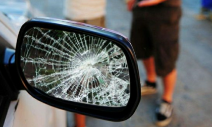 Truffa dello specchietto ai danni di un anziano fuori dal supermercato