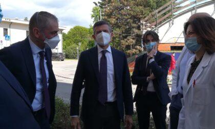 Il sottosegretario al Ministero della Salute in visita al Mandic e al centro vaccinale