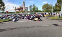 Folla di musulmani in preghiera a Monza per la fine del Ramadan