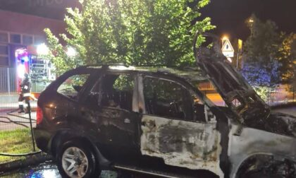 Incendio auto, fiamme spente dai Vigili del fuoco