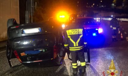 Auto ribaltata nell'incidente, ferito un ragazzo